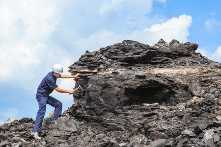 coal mining: coal geologist at mae moh lignite mine Stock Photo