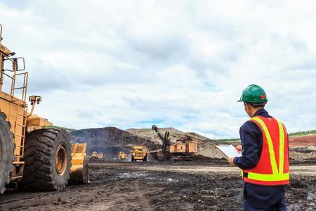 Travailleur dans la mine de lignite à nord de la Thaïlande Banque d'images