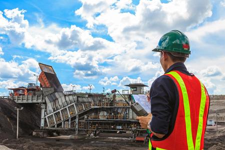 mining truck: Ingeniero de Minas en la mina de lignito