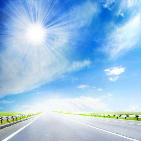 escena con el sol y la carretera