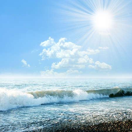 太陽の海のビーチ 写真素材