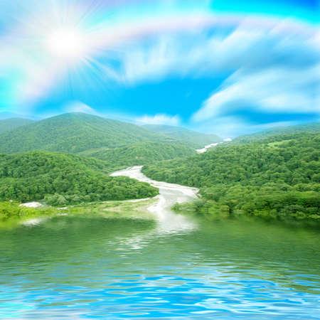 湖の表面で反射山景観