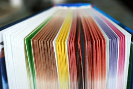 Libro di colore varie fogli scena astratta Archivio Fotografico - 9340507