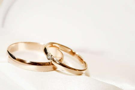 bodas de plata: escena abstracto con anillos de boda como fondo de celebraci�n Foto de archivo