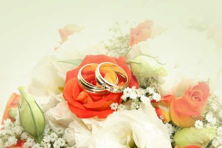 약혼: 축하 배경으로 결혼 반지와 함께 추상 장면 스톡 사진
