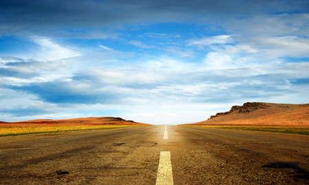 夏の日、旅行の背景としての道