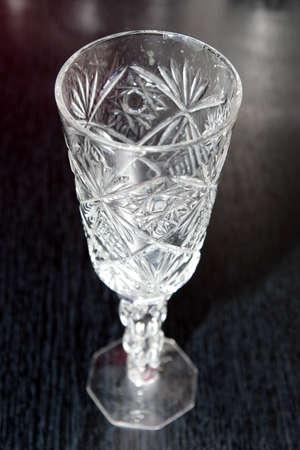 plane table: resumen escena de licor de vidrio para el vino en la mesa de plano de fondo