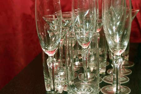 plane table: resumen escena licor de vidrio para el vino en la mesa de plano como de fondo