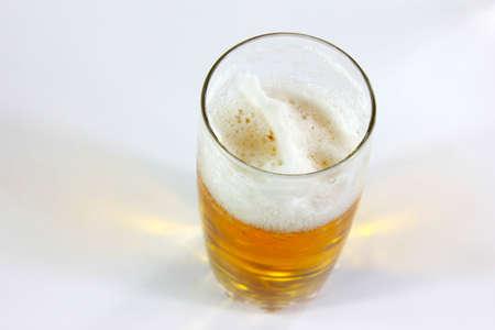 air bladder: Scene camera d'aria in calice con la birra