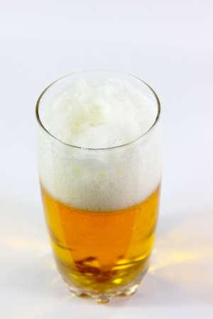 air bladder: scena di camera d'aria in calice con la birra