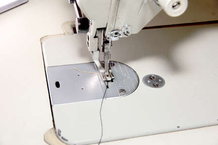 working mechanism of professional sewing machine photo