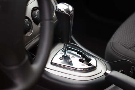 letras cromadas: The lever of a choice of an automatic transmission of the modern car