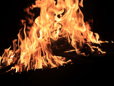 high temperature of open fire and flames when burning 免版税图像 - 107767701