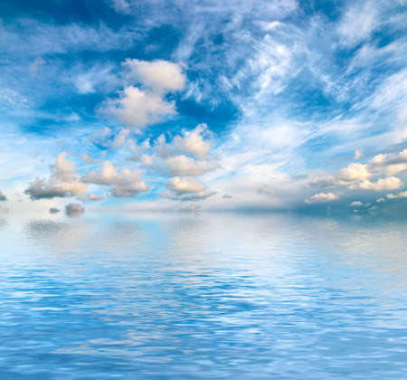sunny sky in the sea surface Imagens - 122423024
