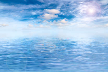 sunny sky in the sea surface Imagens - 122423047