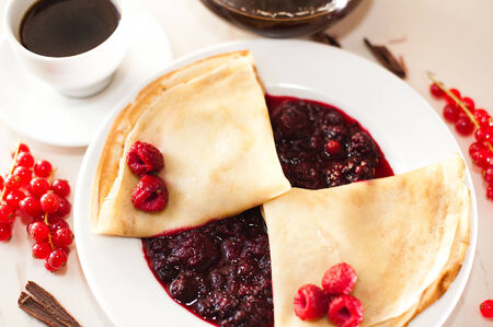 pancakes with jam Imagens - 27154280