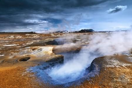 Dämpfen Mudpot am Hverir, Island Standard-Bild - 15077146