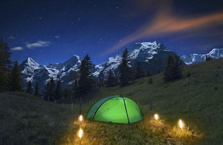 Romantische Nacht in den Alpen Standard-Bild - 19238568