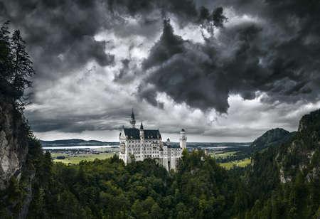 schloss: Spooky Neuschwanstein Castle