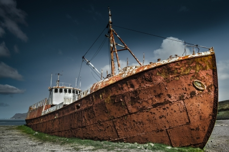 tug boat: Rusty Shipwreck in Iceland