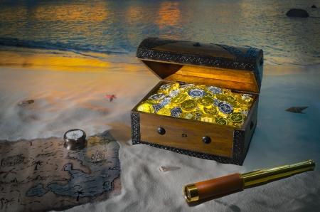 Piraten-Kasten mit Goldmünzen gefüllt Standard-Bild - 21865716