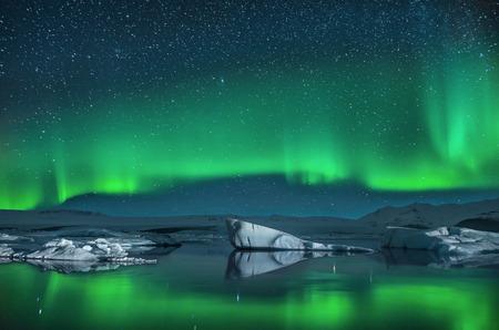 오로라에서 빙산 스톡 콘텐츠