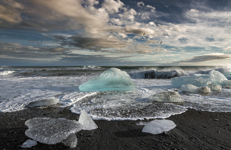 Schmelzende Eisberge im Meer Standard-Bild - 30626042