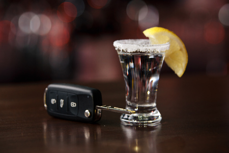 The concept of a DUI. Law hammer, alcohol and car keys on wooden table, Stock fotó