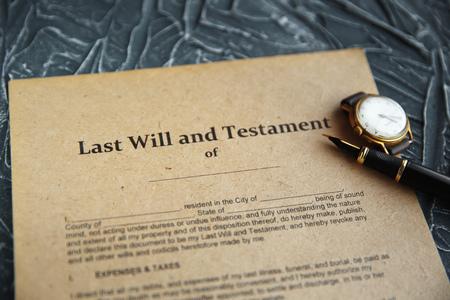 Notai pubblici penna e timbro su testamento e testamento. Notaio Archivio Fotografico