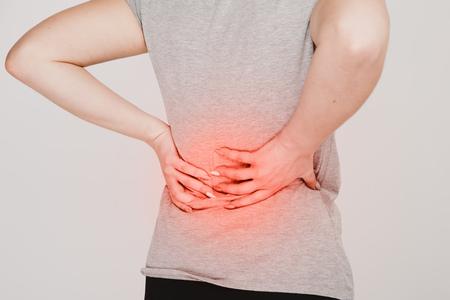Rückenschmerzen. Konzept für Nierenprobleme. Lumbago.