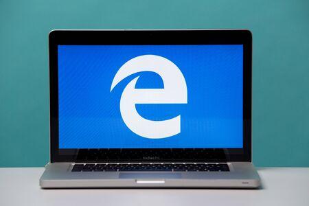 Tula, Russia 17. 06 2019 Internet explorer sul display del laptop.