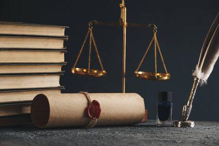 Notarissen pen en stempel op testament en testament. Notaris Stockfoto