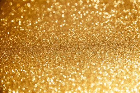 Luci di Natale scintillanti d'oro. Sfondo astratto sfocato Archivio Fotografico