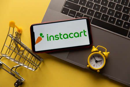 Tula, Russia - November 04, 2020: Instacart logo on iPhone display Editöryel