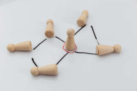 Manager and a team. Wooden figures on a white background. Concept of teambuilding, leadership and management Stock fotó