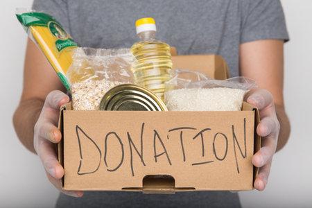 Donation box with food. 版權商用圖片 - 162029474