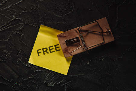 Mousetrap with free sticky note. Trap for gullible people. Free cheese