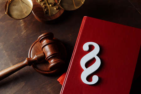 White paragraph symbol is on law books in courtroom