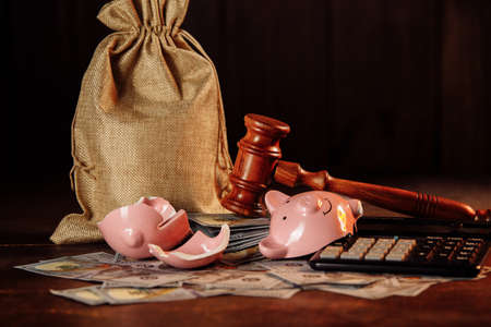 Broken piggy bank, money bag and judge gavel. Investment and bankruptcy concept 版權商用圖片