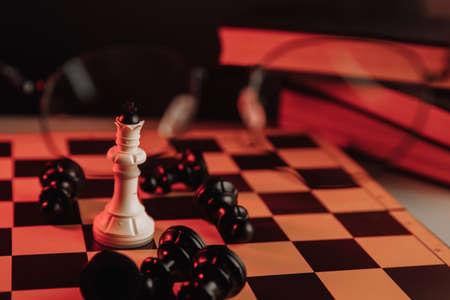 White king standing on chessboard around falling pawns. Leadership theme 版權商用圖片