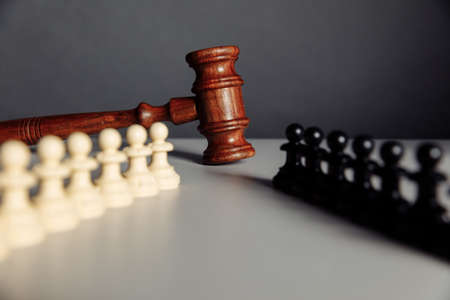 Chess pieces and law gavel 版權商用圖片