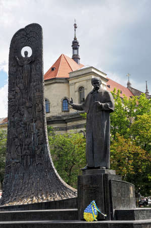 national poet: Monument to Shevchenko in Lviv