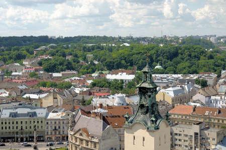 tree top view: Lviv. Voir à partir d'une haute tour. Éditoriale