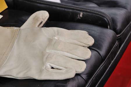 furskin: Race gloves