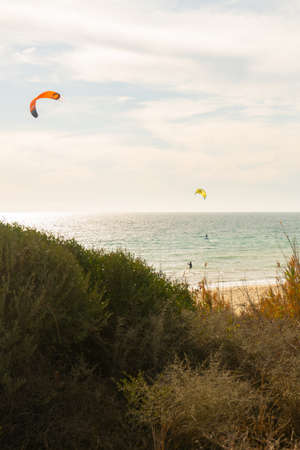 Many kite surfers with their kite parachutes in the air on the beach of Tarifa Standard-Bild - 163310497