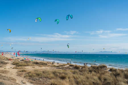Many kite surfers with their kite parachutes in the air on the beach of Tarifa Standard-Bild - 163310511