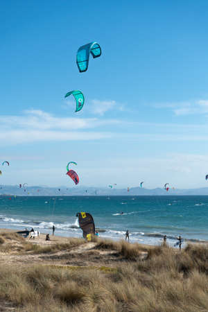 Many kite surfers with their kite parachutes in the air on the beach of Tarifa Standard-Bild - 163310116