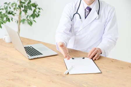 consent: Clinicians sign agreement Stock Photo