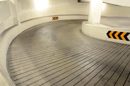 Weg naar de ondergrondse parking