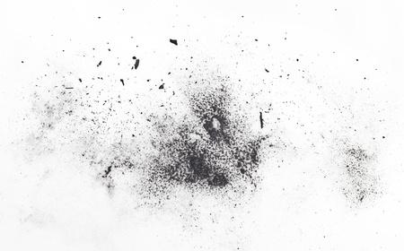 polvo: part�culas de carb�n sobre un fondo blanco. Cosm�tica de placer